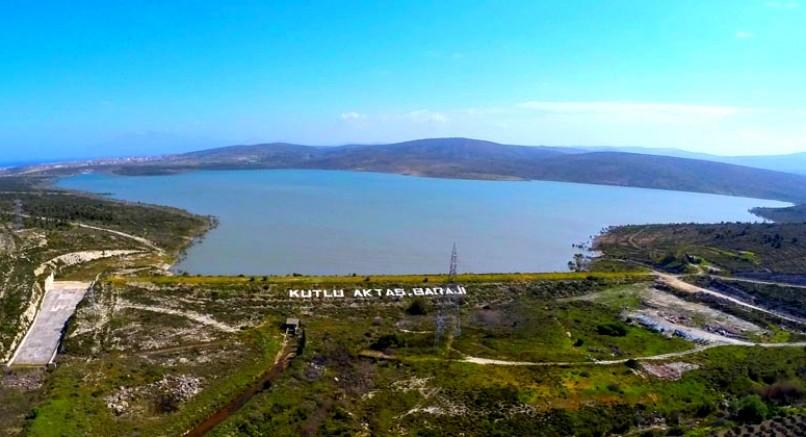Alaçatı Kutlu Aktaş Barajı'nda su seviyesi hızla yükselmeye başladı.