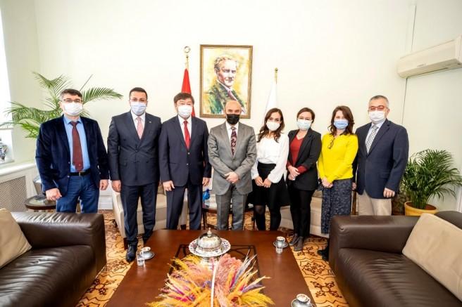 """Başkan Soyer TÜRKSOY Genel Sekreteri Düsen Kaseinov'u ağırladı: """"Dayanışma için en güçlü ortak payda kültür ve sanat"""""""