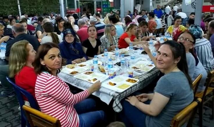 İZMİR'DE YAŞAYAN ÇANAKKALE'LİLER İFTARDA BULUŞTU