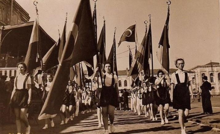 """İzmir iş dünyasından 19 Mayıs mesajları   """"Atatürk'ün özgürlük ateşi yolumuzu aydınlatıyor"""""""