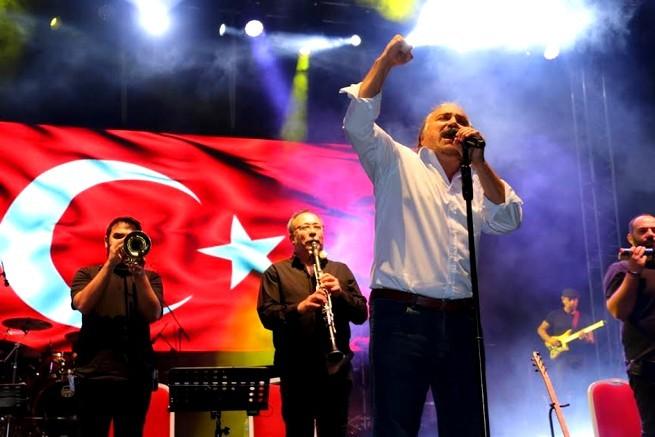 KUZEYİN OĞLU ÇEŞME'Yİ SALLADI