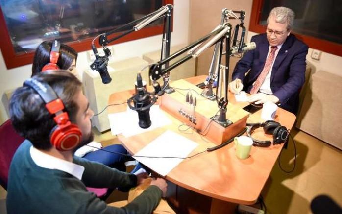 """Prof. Dr. Budak, """"Teknoloji ne kadar gelişirse gelişsin radyo  varlığını sürdürecek"""""""