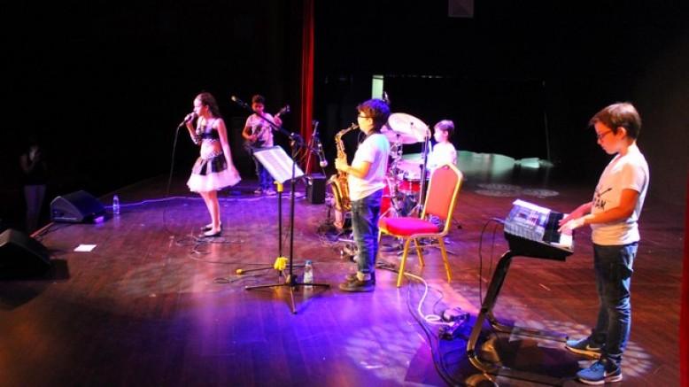 Z-Kuşak ilk konseri ile büyüledi